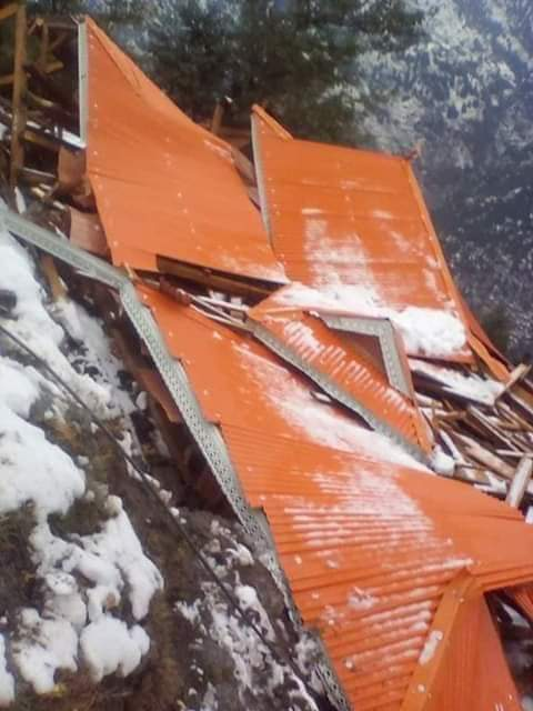 Sixty homes and more than hundred people burreid under snow after an avalanche hit a village in Neelam Valley
